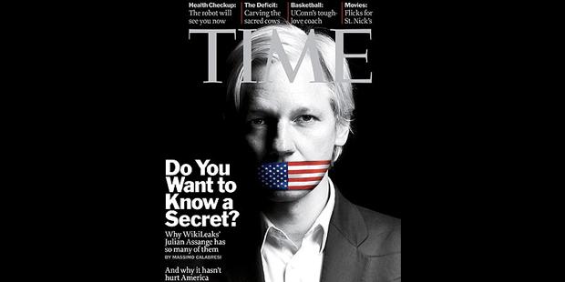 Hög tid att förhöra Assange