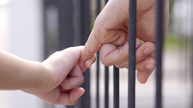 Ska inte barn få behålla kontakten med en fängslad förälder?