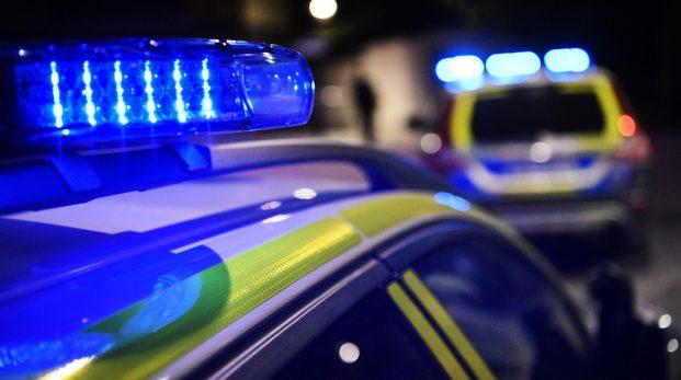 Ett krossat fönster – 30 polisbilar tog upp jakten!