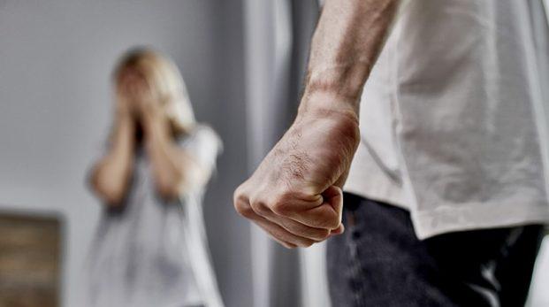 Mycket prat om mäns våld mot kvinnor – men händer det något?