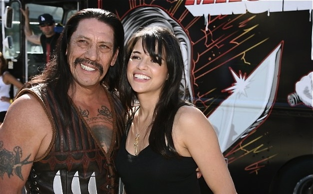 /wp-content/uploads/content/narbild/hollywoods-hardaste/michelle rodriguez danny trejo skinny dip 2.jpg