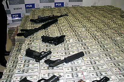 /wp-content/uploads/content/utblick/el-chapo/Drug_Money_and_weapons_seized_by_the_Mexican_Police_and_the_DEA_20071.jpg