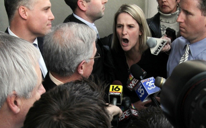 /wp-content/uploads/content/utblick/kids-for-cash/Edward Kenzakoskis' mother Sandy Fonzo confronts Ciavarella.jpg
